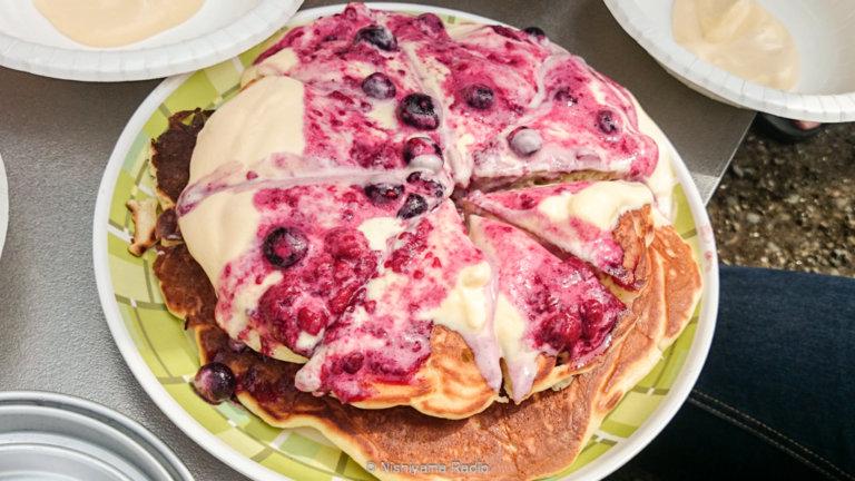 ホットケーキミックスベリーソースにバニラアイスを添えて
