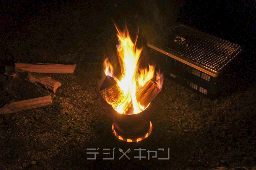 焚火の炎が火に見える